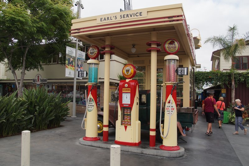 OLd service station at Farmers Market. Mr Gilmore was the dairy farmer who was unlucky drilling for water as he struck OIL!!
