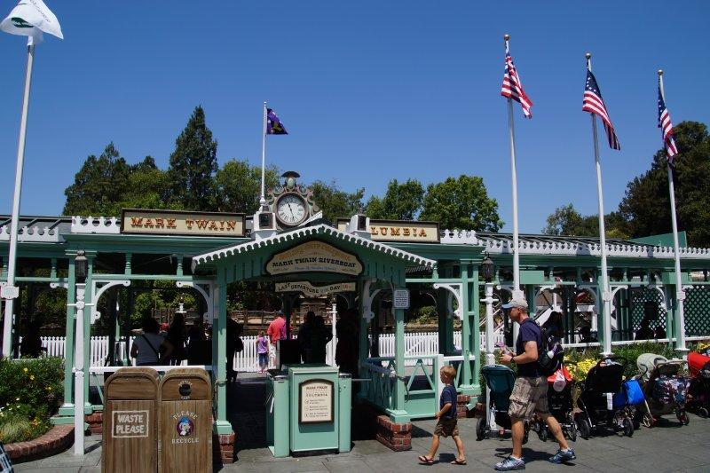 Disneyland Frontierland 2