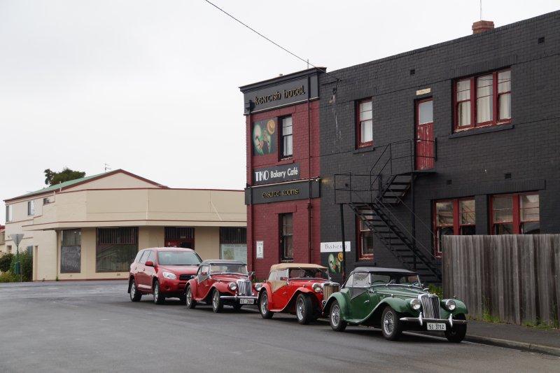 MGs parked near hotel in Oatlands