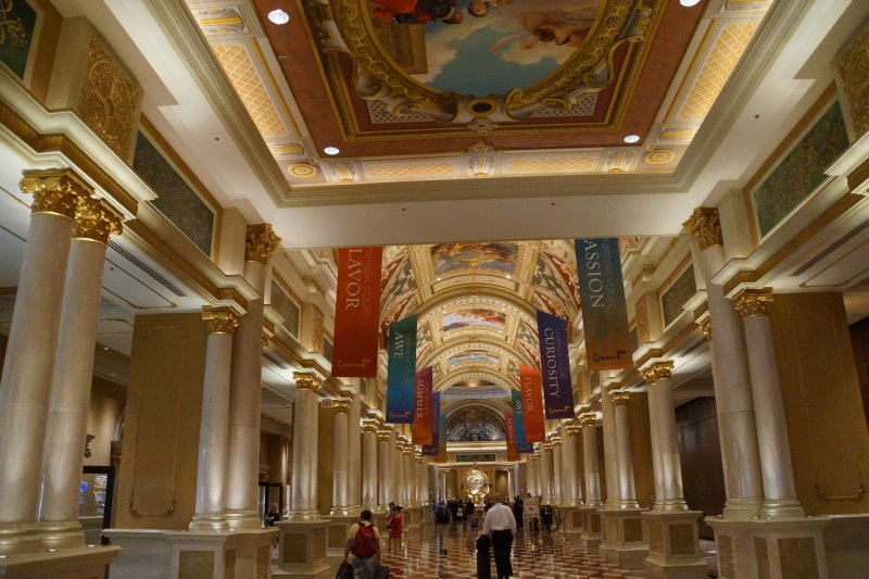 The Venetian - walkway to lobby