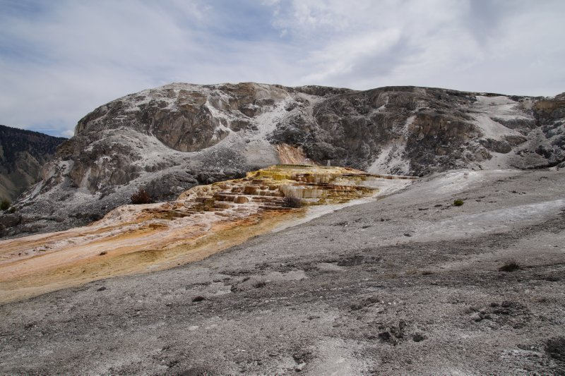 Yellowstone National Park -     walk to Mammoth Hot Springs Terraces