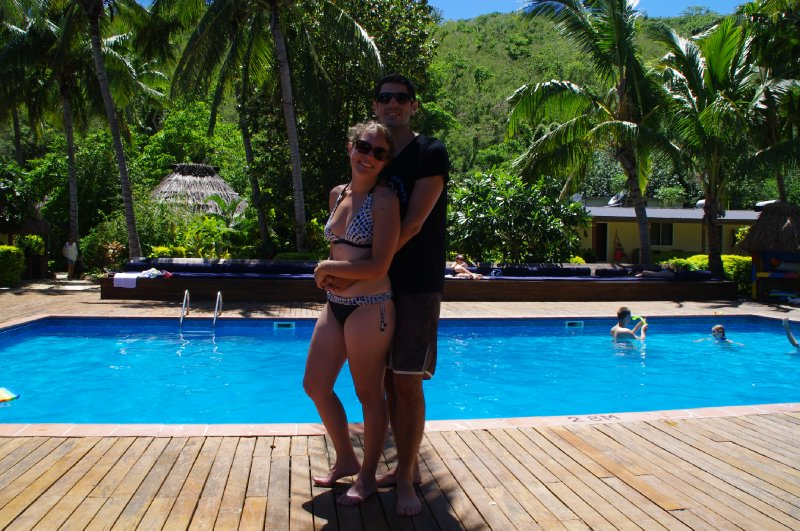 Nous devant la piscine
