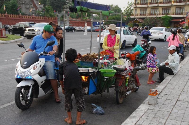 Stand de rue à Phnom Penh au Cambodge