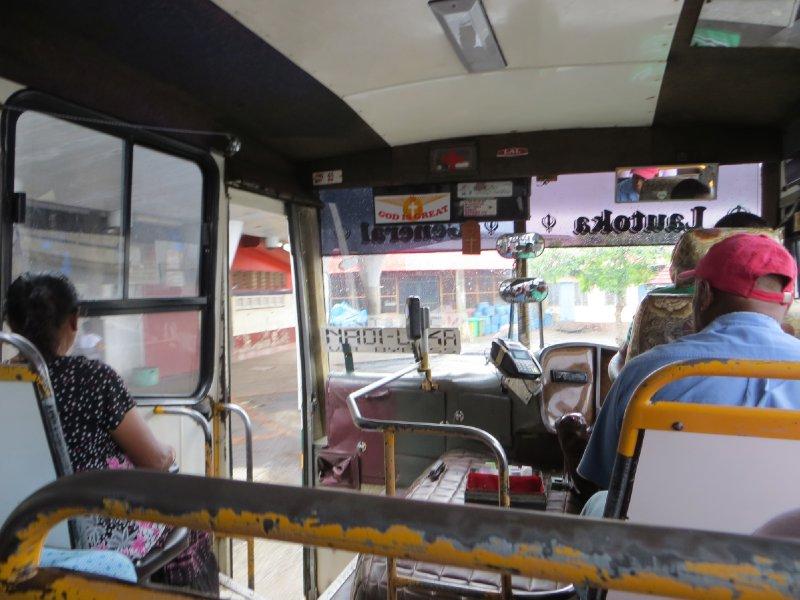 L'intérieur d'un bus aux Fidji