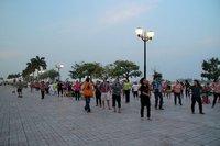 Cours de gym dans la rue à Phnom Penh au Cambodge