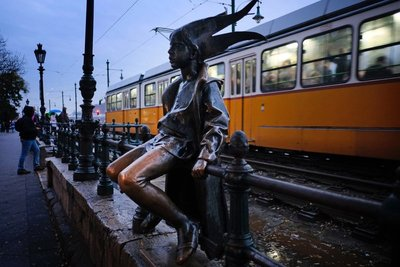 Little Princess statue, Budapest