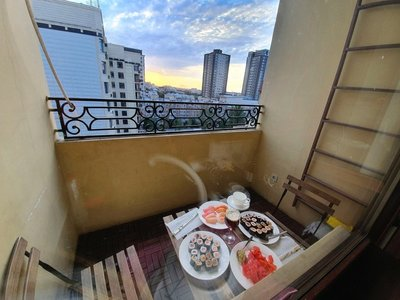 Delightful dining on the terrace at the apartment above Podium