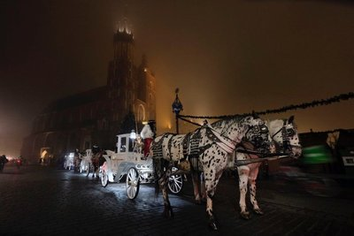 Horse-drawn carriages, Rynek Glowny Main Square, Krakow