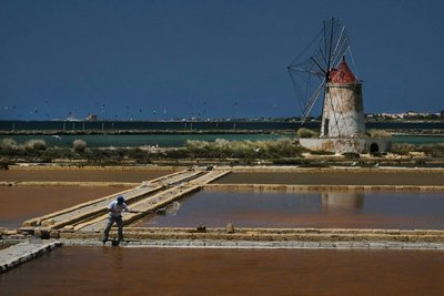 Driving by the salt pans near Marsala. Notice the 43 kite surfers in the background!