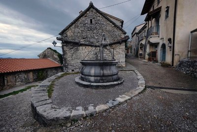 A well in the center of Stanjel