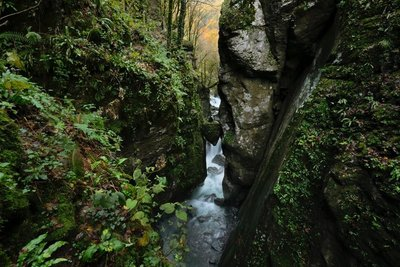 Check out the heart-shaped boulder just hanging there! Tolmin Gorges
