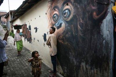 Wall art, Bukit Lawang