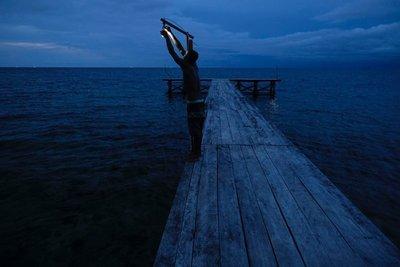 Changing a bulb, Kali Lemon Dive Resort, Nabire,