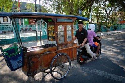 Street scene, Sumbawa Besar