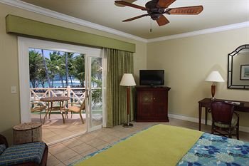 My oceanfront room, with a view of the beach!