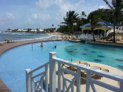 (I love this pool and beach)