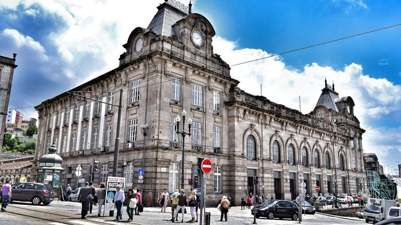 Porto's main train station.