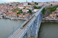 Metro passes over Dom Luis bridge.