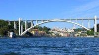 Modern bridge over the river Duoro.