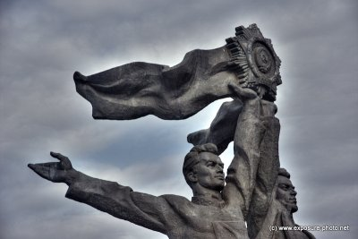 This statue was built in memory of the unification of Russia and Ukraine in 1654, it represents two brothers, one is Russia and the other one Ukraine.