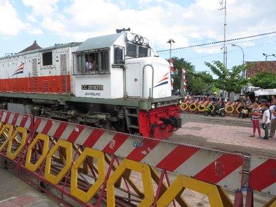 Train coming into Jogya