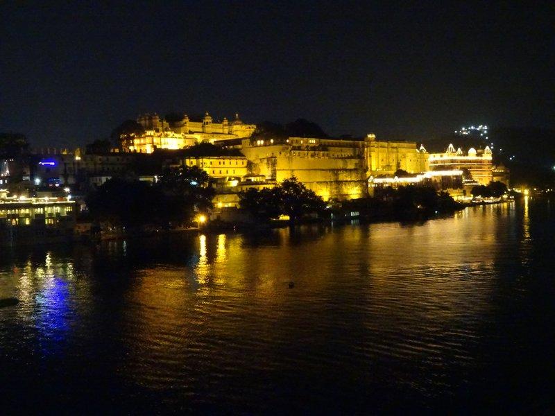 Vue nocturne sur le City Palace