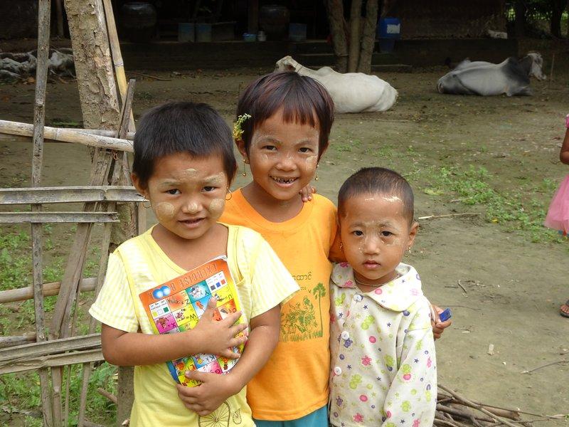 Fillettes birmanes