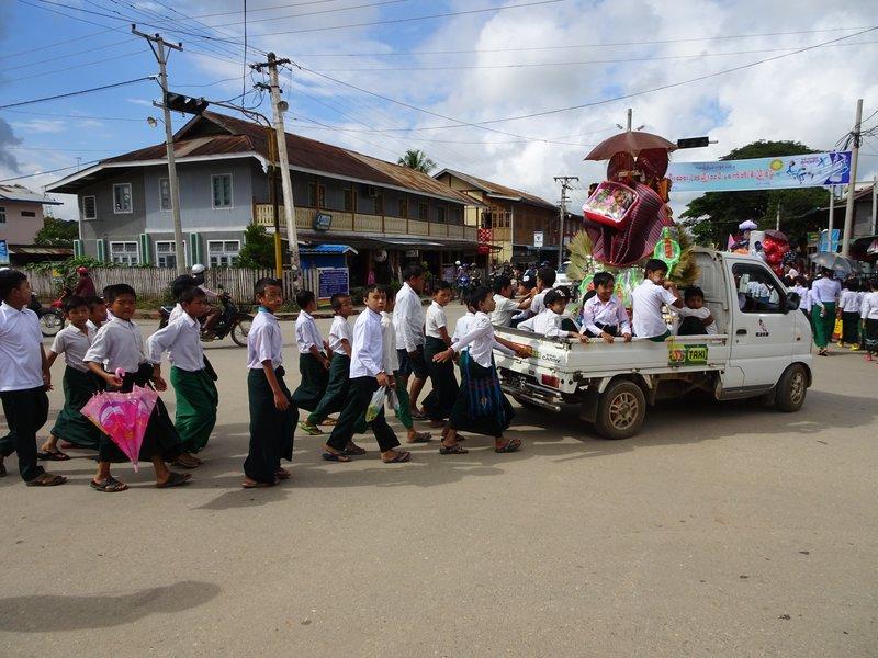 Procession des écoles