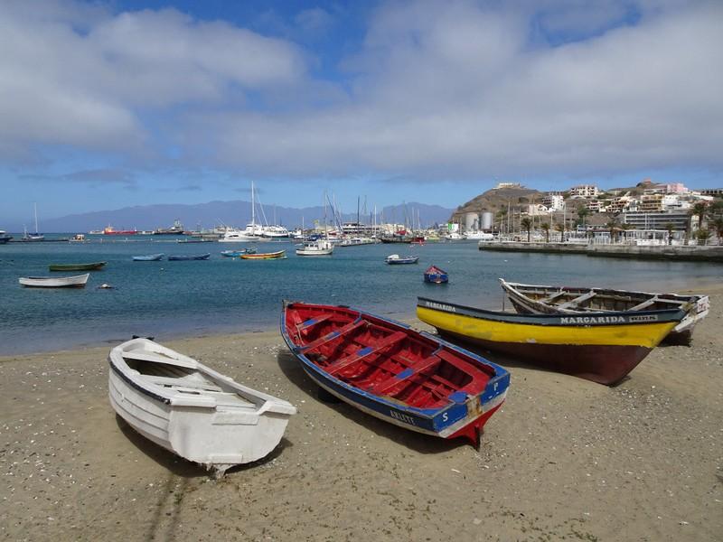 Barques sur la baie de Mindelo