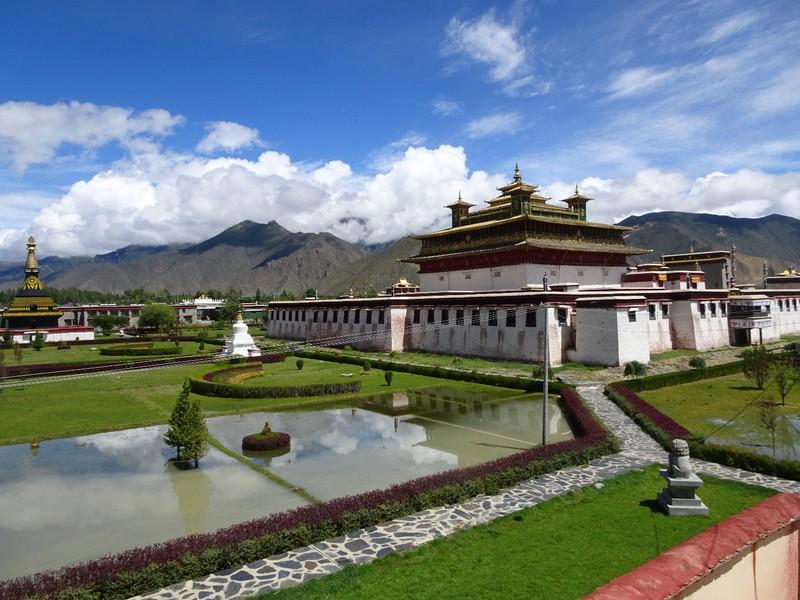 Les jardins du monastère de Samyé