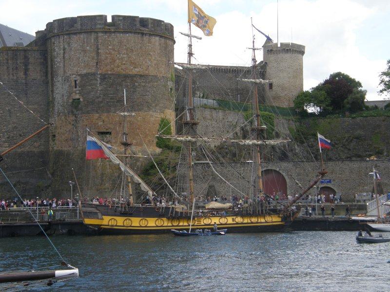 Frégate Shtandart sous le château de Brest