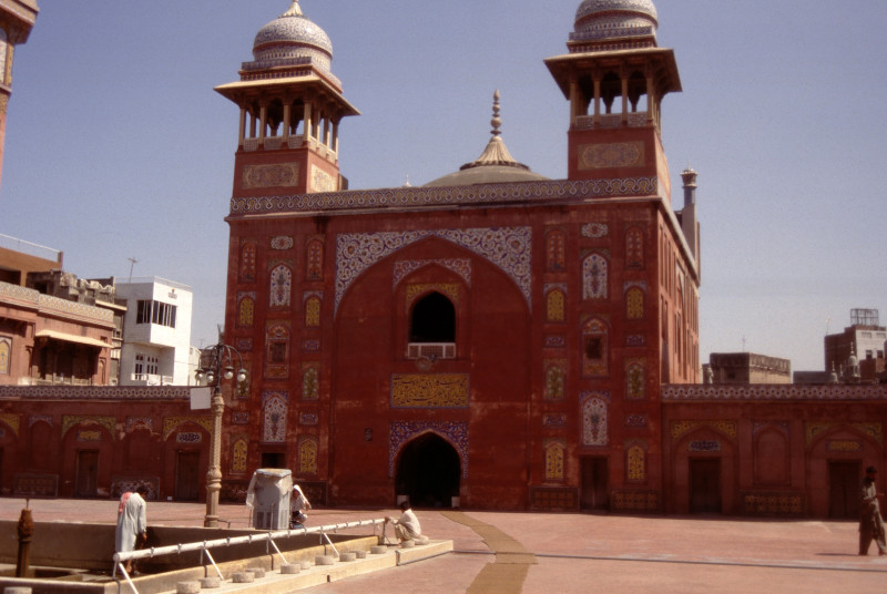 La porte de la Mosquée Wazir Khan