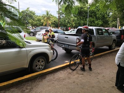 0353_d9_riders.jpg