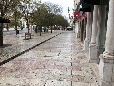 0934_tues_lisbon_street7.jpg