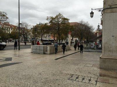 0939_tues_lisbon_street11.jpg
