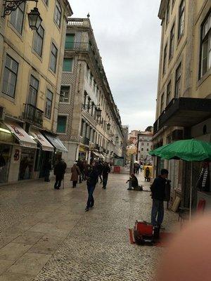 90_0938_tues_lisbon_street10.jpg