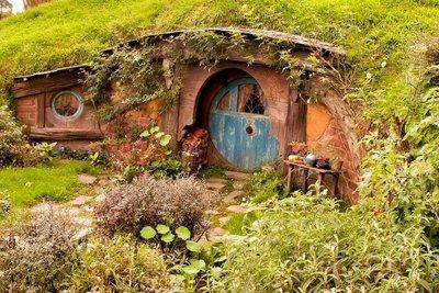 Hobbiton_and_Mauri_10-01.jpeg