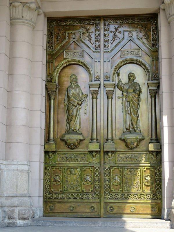 Doors @ La Basílica de María Auxiliadora de Lima