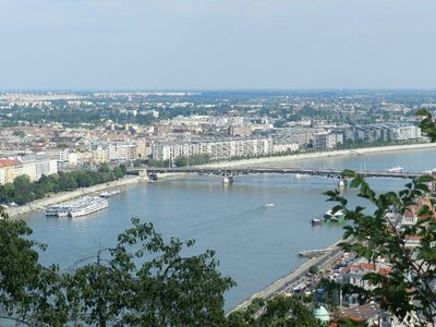 MS Wolga liegt vor Anker in Budapest