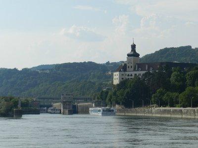 Schloss und Kraftwerk Persenbeug