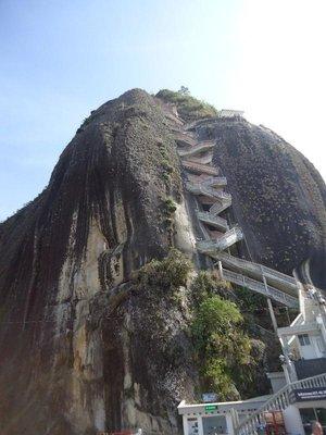 una scalinata ripida di 600 e una manciata di scalini vi attende per raggiungere la cima di 'El penión'
