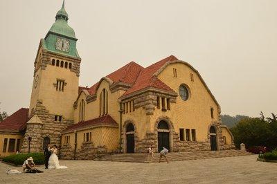 Die Kirche eignet sich gut als Hintergrund  für Hochzeits- oder andere kreative Fotos.