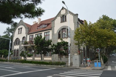 Die Strassen Tsingtaos sind geprägt von Kolonialbauten.