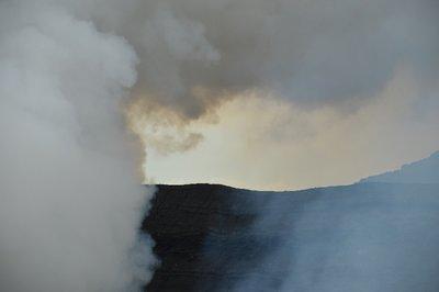 Der aktive Vulkan Aso-Gebirge. An diesem Tag leider ohne grünes, blubberndes Wasser, dafür anscheinend mit unüblich starker Rauch-Emission.