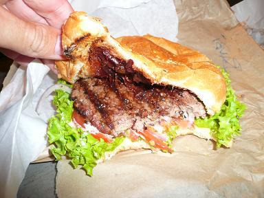 Queenstown.._burger.jpg