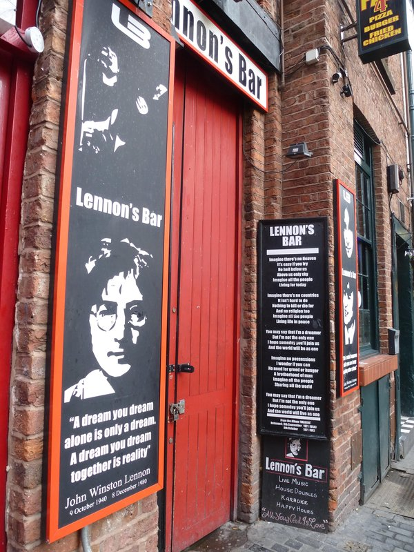 Lennon's Bar