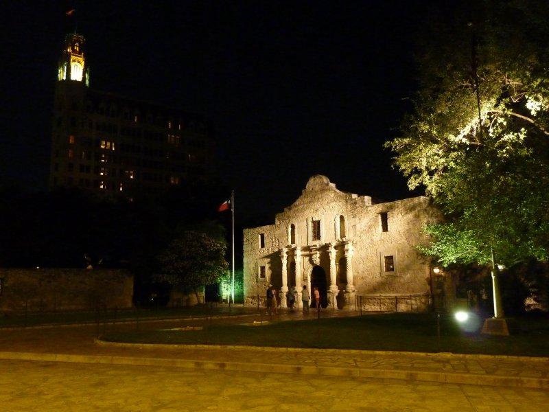 The Alamo by night, San Antonio, Texas