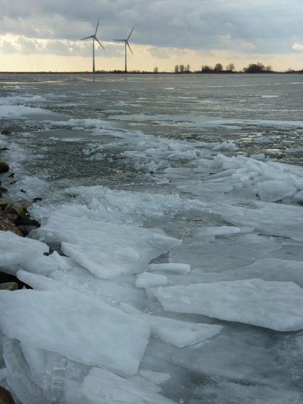 Frozen sea near Marken
