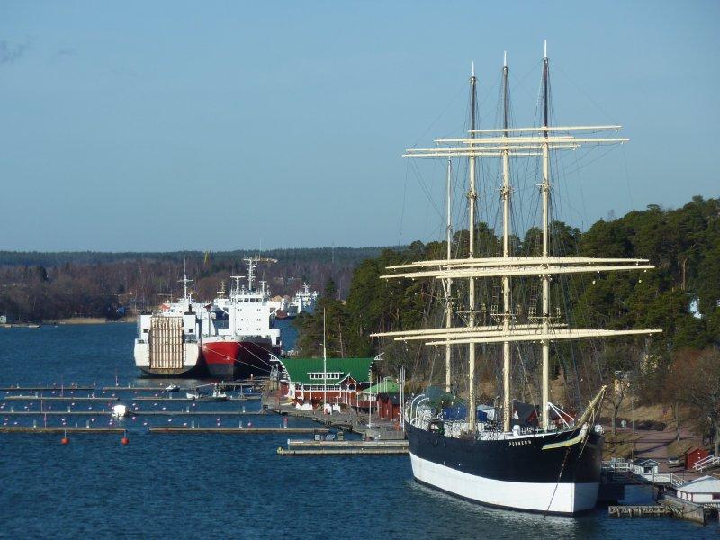 Leaving Mariehamn harbour