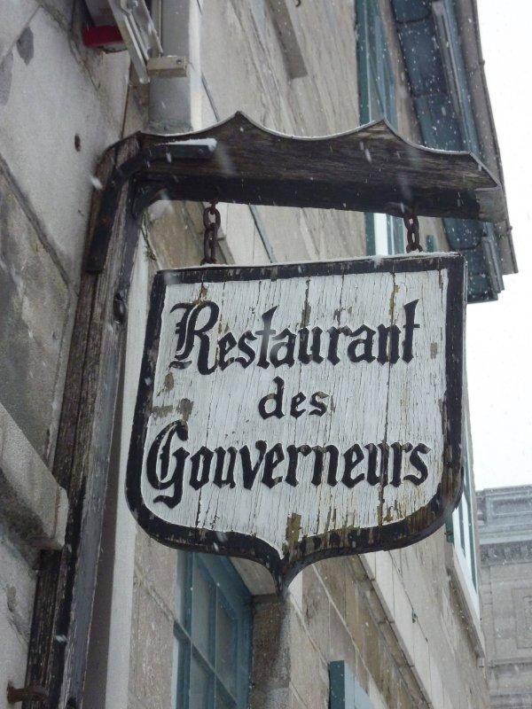 Old Montréal Sign